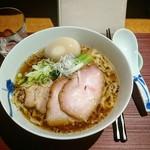 麺 みつヰ - 生姜ラーメン(玉子を割る前)