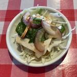 89641867 - トムヤムクンラーメン(米粉麺) ¥680 のサラダ