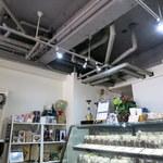 サンシャイン ステイト エスプレッソ - 配管むき出しの天井
