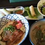 ダラット - 料理写真:日替りランチ   豚カツ、生春巻き、揚げ春巻き、サラダ、フォー
