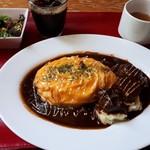 山形ステーキ&カフェレストラン 飛行船 - とろとろオムライス&山形牛ビーフシチューソース(1400円)+ドリンクセット(200円)