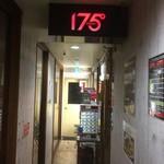 89644805 - 180628木 北海道 175°DENO担々麺本店 玄関