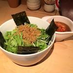 魚店きなり - 水菜と韓国のりとカリカリジャコとキムチをトロロを混ぜて山かけサラダ(680円)