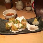 魚店きなり - 帆立貝柱のクリームチーズ紫蘇巻天婦羅(880円)