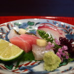 祇園もりわき - 淡路産の伝助穴子、本鮪トロ、キス、ヤリイカ、真鯛の刺身盛合せアップ