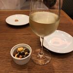 エル・チャテオ - 白ワイングラス