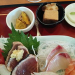 マルヤス - 料理写真:お刺身、大学芋、卵焼きとちくわ、カブのお新香