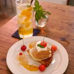 チャイカフェ - 桃タルトと酵素ドリンク(オレンジとレモン)