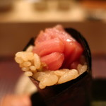 おが和 - 料理写真:鮪小トロの海苔巻きアップ