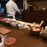 おが和 - この日の御飯のお供は、からすみ、鮪の漬け、とろろ、ちりめん山椒、海苔の佃煮、山ごぼう、生卵、牛のしぐれ煮