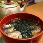 鳥居茶屋 - 鮎茶漬け(上)煎茶をかけた状態