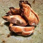 空蝉 - 牡蠣の燻製・・漁師さんの奥様達が作られた品だそうですよ。美味しい!