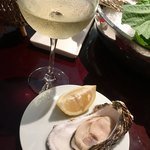 89662585 - 牡蠣 御荘産 と 白ワイン♪