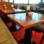 椿屋 - [内観] 店内 テーブル席 ②
