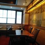 椿屋 - [内観] 店内 テーブル席 ③