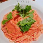 ラ・ポルティコ - 料理写真:エビとルッコラのトマトクリームスパゲッティ