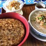 モンストロ バーベキュー - ロコモコ丼と胡麻担々フォー