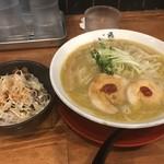 89670967 - 純鶏白湯らーめん(800円)+チャーシュー丼(250円)