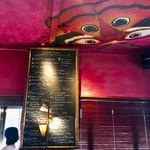 Rue Favart - 赤い壁面の内装