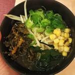 神戸クック ワールドビュッフェ フォレオ広島東店 - 塩ラーメンに高菜、わかめ、コーン、ねぎをトッピング(2018.07.22)