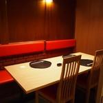 華泉 - 店内(テーブル席)