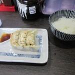 中華そば担々麺 六味亭 - 餃子セット200円。