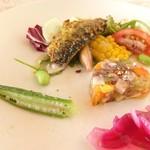 89674009 - オードブル: 牛タンのゼリー寄せ  夏野菜のサラダ                                               いわしのソテー