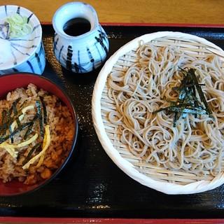 そば処匠庵 - 料理写真:とりめしとざる蕎麦(790円)