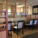 讃州製麺 - 広くて綺麗な店内