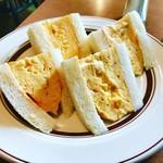 89683868 - ゴージャスでプルップルの厚焼き玉子サンド(^O^)