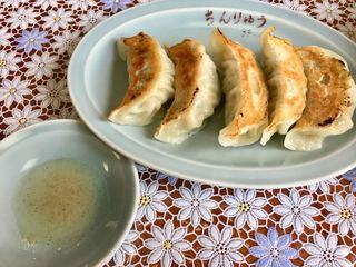 ちんりゅう - 熱々の「餃子」を「胡椒っ酢」で…