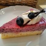 喫茶&軽食 ブリヤン カフェ - [料理] ブルーベリーレアチーズケーキ 全景♪w