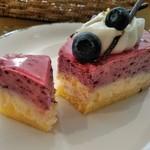 喫茶&軽食 ブリヤン カフェ - [料理] ブルーベリーレアチーズケーキ 切り口のアップ♪w