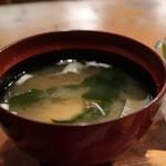 蛇の目寿司 - 特盛半々セット(ランチ握り一人前と半チラシ)1500円のお味噌汁