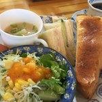 まるど珈琲店 - 料理写真:ブレンドコーヒー380円とトースト&サンドイッチのモーニング