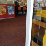 餃子の王将 - お店の入口付近。