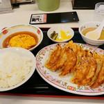 餃子の王将 - 餃子定食 850円(税別)。