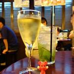 HUB - グラスワイン 390円