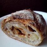 Breadal one - リンゴとナッツ