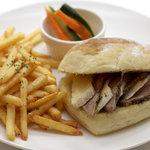 グディーズ - ローストポークとカマンベールチーズ サンドイッチ