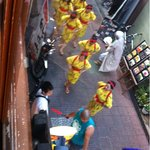 8970334 - 下の通りではエイサー踊りの行列