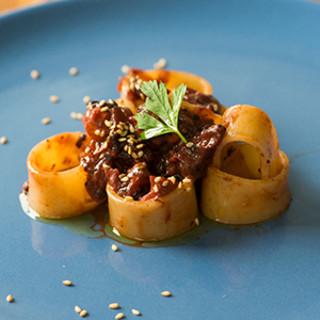 食材への敬意を感じさせる、繊細かつ力強い一皿