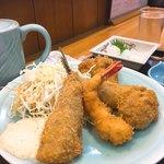 横田食堂 - 海老・帆立・牡蠣・鯵のフライです。