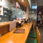 横田食堂 - カウンター奥にはテーブル席もある様です。