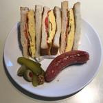 ミノオ ビール ウエアハウス - たまごサンドイッチ と 箕面名物 ゆずソーセージ