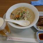 リンガーハット - 料理写真:長崎ちゃんぽん ぎょうざ5個セット885円 麺1.5倍無料