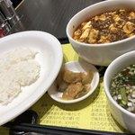 89712278 - 定食にはスープと漬物付