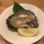 旬味 鮮心 魚屋 富重 - 岩牡蠣