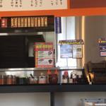 89714512 - 厨房前に色々と薬味、調味料が用意されてます