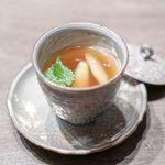 USHIGORO S Nishiazabu - ホワイトアスパラと空豆の和牛コンソメスープ